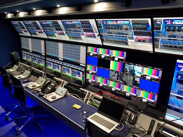 A Mediaset IP közvetítőkocsijában az Evertz DreamCatcherTM  lassító munkahelyek 2..jpg