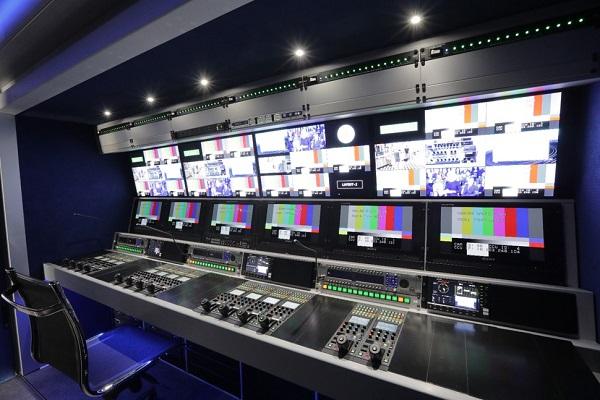 A Mediaset IP közvetítőkocsijának rendezői tere 2..jpg
