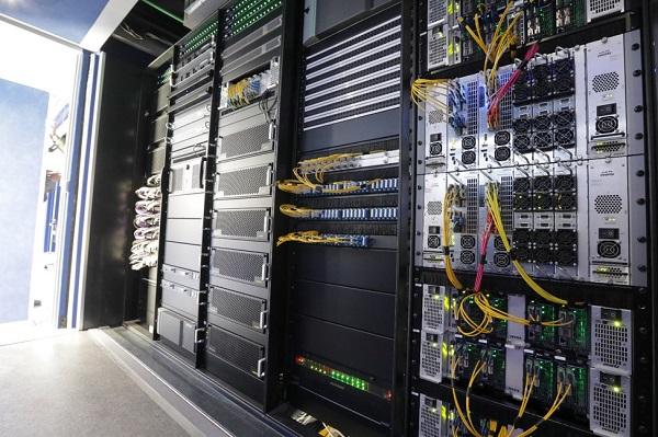 A Mediaset IP közvetítőkocsijának technikai magja,.jpg