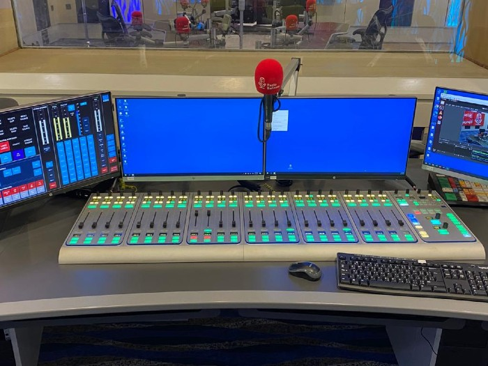 Bahrain_Radio_On-Air_Studio_with_Lawo_sapphire_console_1-700.jpg