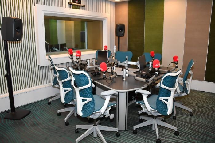 Bahrain_Radio_Studio-700.jpg